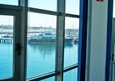 oficina-gibraltar-cortina-vertical-reades-1