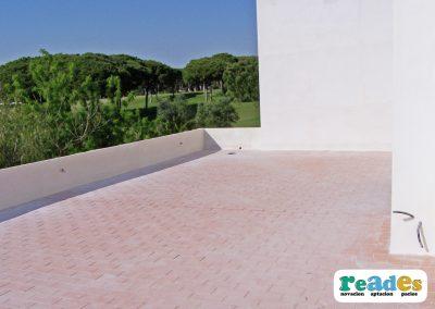 terraza-cesped-artificial-vivienda-reades-1
