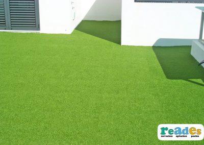 terraza-cesped-artificial-vivienda-reades-8