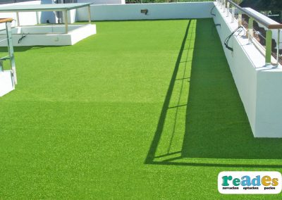 terraza-cesped-artificial-vivienda-reades-9