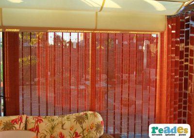 568-cortinas-de-lamas-verticales-y-pergola-reades-1