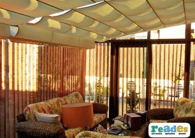 568-cortinas-de-lamas-verticales-y-pergola-reades-2